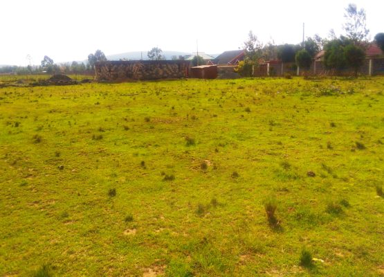 1 acre plot fronting tarmac at Stem hotel,Nakuru