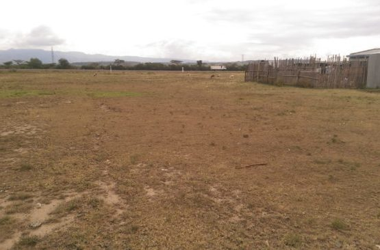 Plot for sale in Pipeline near tarmac