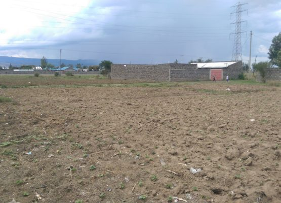 acre plot 2nd row from tarmac in pipeline,Nakuru