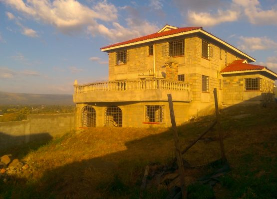 5 bedroom mansion for sale at Shiners Girls,Nakuru.