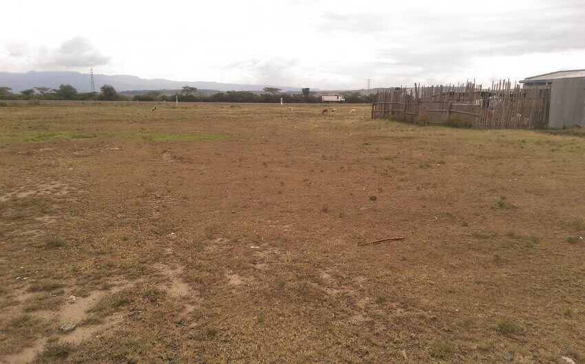 1/8 acre plot for sale in pipeline on 2nd row from tarmac.