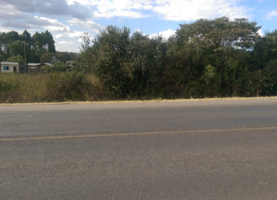 1 acre of land on tarmac on Nakuru-Nairobi highway