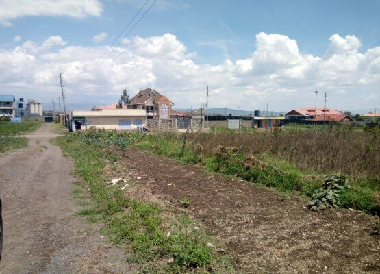 Plots for sale in Kiamunyi teachers estate near tarmac