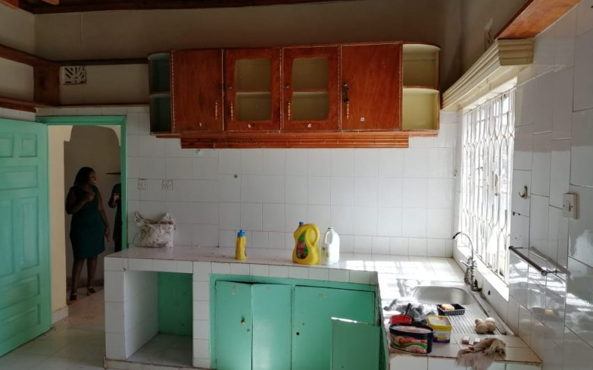 4 bedroom own compound house to let in Kiratina.